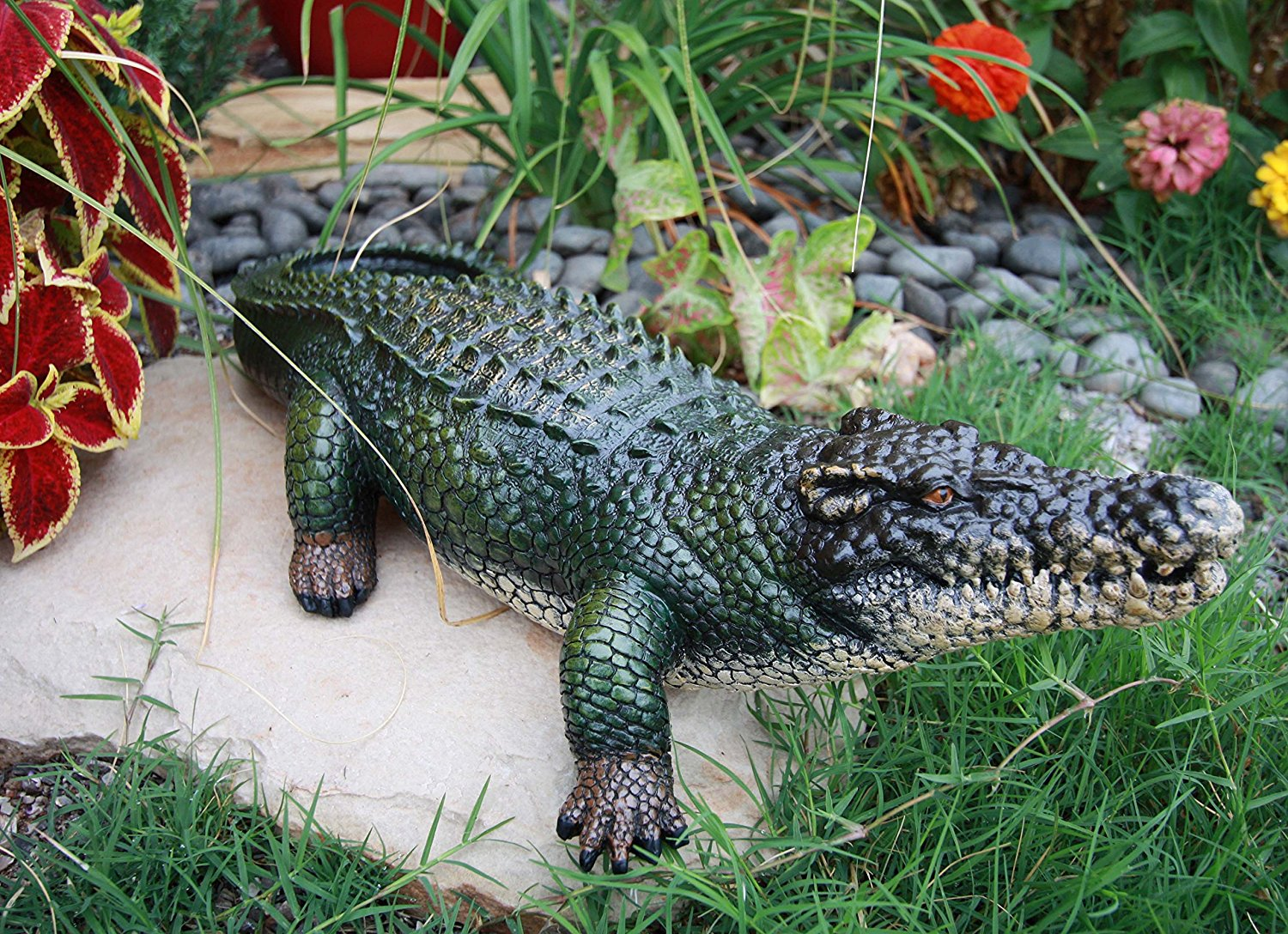 Atlantic Collectables Realistic Alligator Statue