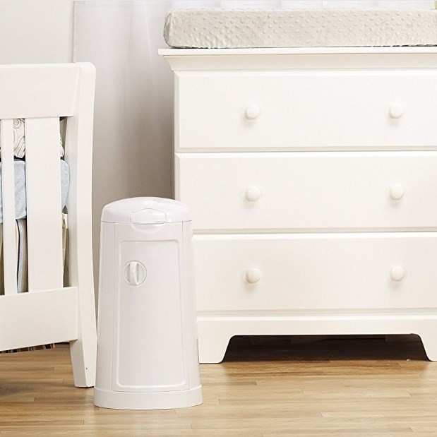 Munchkin Arm and Hammer Diaper Pail