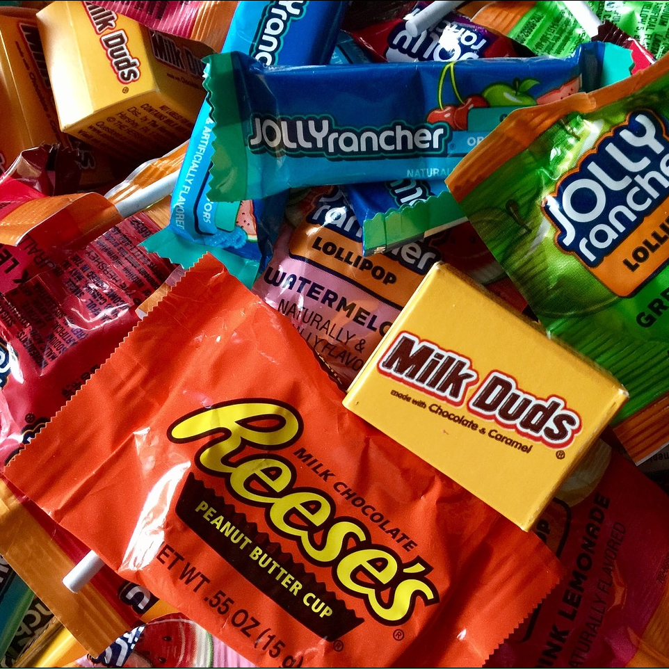 Halloween Candy NOT to Buy (Plus What to Buy Instead!) thumbnail