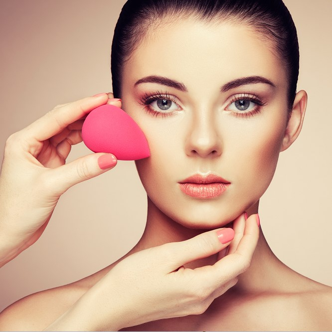 How to Apply Liquid Foundation - 7 Steps for Applying Liquid Foundation for Flawless Skin thumbnail
